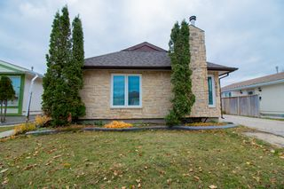 Photo 1: 2015 Sinclair Street in Winnipeg: Single Family Detached for sale (4F)  : MLS®# 202002476