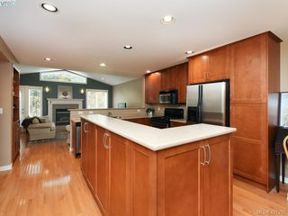 Photo 7: 10 830 Rogers Ave in VICTORIA: SE High Quadra Row/Townhouse for sale (Saanich East)  : MLS®# 833817