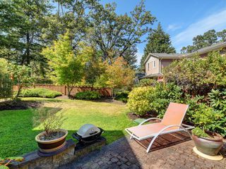 Photo 11: 10 830 Rogers Ave in VICTORIA: SE High Quadra Row/Townhouse for sale (Saanich East)  : MLS®# 833817