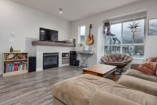 "Photo 2: 38354 SUMMITS VIEW Drive in Squamish: Downtown SQ Townhouse for sale in ""EAGLEWIND NATURE'S GATE"" : MLS®# R2465983"