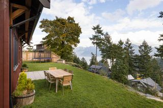 """Photo 2: 923 ELROND'S Court: Bowen Island House for sale in """"Cates Hill"""" : MLS®# R2511462"""
