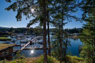 "Photo 1: 23C 12849 LAGOON Road in Pender Harbour: Pender Harbour Egmont Condo for sale in ""Painted Boat Resort & Spa"" (Sunshine Coast)  : MLS®# R2515330"