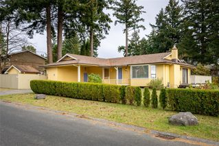 Photo 1: 711 Laird Cres in : CR Campbell River Central House for sale (Campbell River)  : MLS®# 861261