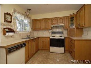 Photo 7: 2882 Wyndeatt Avenue in VICTORIA: SW Gorge Single Family Detached for sale (Saanich West)  : MLS®# 268630