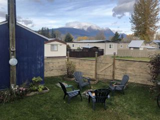 "Photo 6: 16 95 LAIDLAW Road in Smithers: Smithers - Rural Manufactured Home for sale in ""MOUNTAIN VIEW MOBILE HOME PARK"" (Smithers And Area (Zone 54))  : MLS®# R2428480"