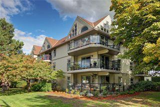 Main Photo: 107 2211 Shelbourne St in : Vi Jubilee Condo for sale (Victoria)  : MLS®# 858404