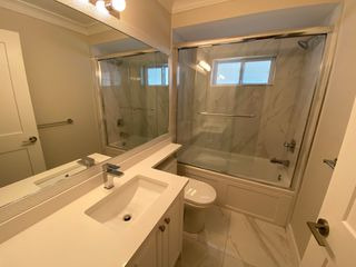 Photo 3: 7xx1 Williams Rd in Richmond: Broadmoor Multifamily for rent