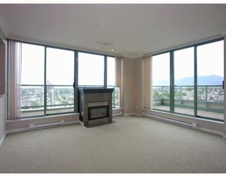 Photo 2: 2401 4388 BUCHANAN Street in Burnaby: Brentwood Park Condo for sale (Burnaby North)  : MLS®# V787979
