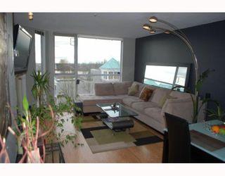 """Photo 3: 311 8420 JELLICOE Street in Vancouver: Fraserview VE Condo for sale in """"BOARDWALK"""" (Vancouver East)  : MLS®# V803299"""