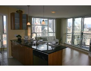 """Photo 1: 1902 1199 SEYMOUR Street in Vancouver: Downtown VW Condo for sale in """"BRAVA"""" (Vancouver West)  : MLS®# V729484"""