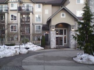 Photo 2: 215 1150 E 29TH Street in North_Vancouver: Lynn Valley Condo for sale (North Vancouver)  : MLS®# V749371