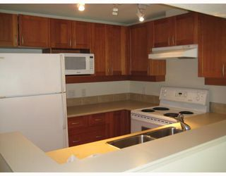 """Photo 8: 312 3727 W 10TH Avenue in Vancouver: Point Grey Townhouse for sale in """"FOLKSTONE"""" (Vancouver West)  : MLS®# V766376"""