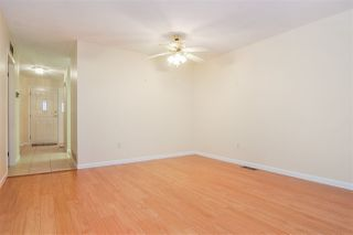 """Photo 4: 33 8889 212 Street in Langley: Walnut Grove Townhouse for sale in """"Garden Terrace"""" : MLS®# R2425313"""