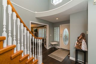 Photo 2: 3725 LETHBRIDGE Drive in Abbotsford: Abbotsford East House for sale : MLS®# R2439515