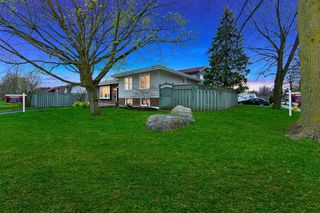 Photo 2: 39 Michael Boulevard in Whitby: Lynde Creek House (Bungalow) for sale : MLS®# E4846116