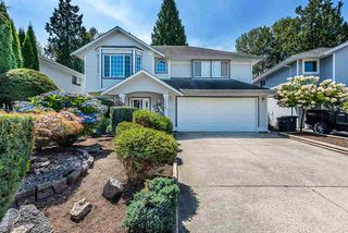 Photo 3: 19422 CUSICK Crescent in Pitt Meadows: Mid Meadows House for sale : MLS®# R2493734
