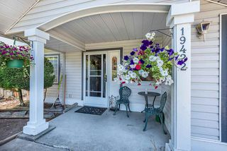 Photo 4: 19422 CUSICK Crescent in Pitt Meadows: Mid Meadows House for sale : MLS®# R2493734