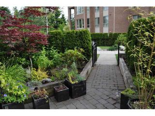 "Photo 10: 2575 EAST Mall in Vancouver: University VW Townhouse for sale in ""LOGAN LANE"" (Vancouver West)  : MLS®# V839250"