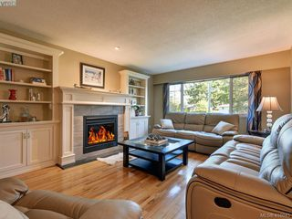 Photo 2: 1 2022 Melville Dr in SIDNEY: Si Sidney North-East Half Duplex for sale (Sidney)  : MLS®# 826982