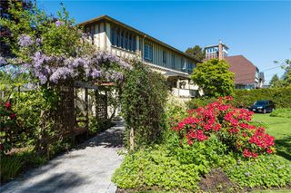 Main Photo: 1052 Newport Ave in : OB South Oak Bay Multi Family for sale (Oak Bay)  : MLS®# 853851