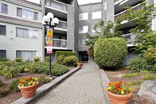 "Photo 3: 4 5700 200 Street in Langley: Langley City Condo for sale in ""LANGLEY VILLAGE"" : MLS®# R2416368"