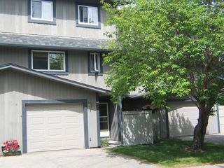 Main Photo: 46 27 SILVER SPRINGS Drive NW in Calgary: Silver Springs Row/Townhouse for sale : MLS®# A1014125