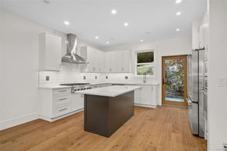 Photo 9: 111 539 Delora Dr in : Co Royal Bay Row/Townhouse for sale (Colwood)  : MLS®# 852470