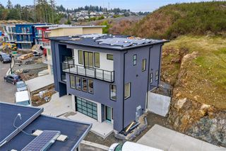 Photo 2: 111 539 Delora Dr in : Co Royal Bay Row/Townhouse for sale (Colwood)  : MLS®# 852470