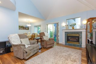Photo 3: 1 1809 McKenzie Ave in : SE Mt Tolmie Row/Townhouse for sale (Saanich East)  : MLS®# 854207