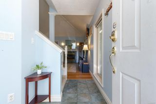 Photo 2: 1 1809 McKenzie Ave in : SE Mt Tolmie Row/Townhouse for sale (Saanich East)  : MLS®# 854207
