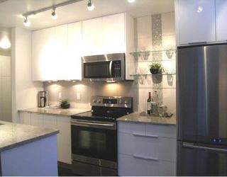 """Photo 4: #105 1867 W 3RD Avenue in Vancouver: Kitsilano Condo for sale in """"ST CLAIRE COURT"""" (Vancouver West)  : MLS®# V806057"""