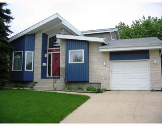 Photo 1: 10 KINSBOURNE GREEN Crescent in WINNIPEG: St Vital Residential for sale (South East Winnipeg)  : MLS®# 2813106