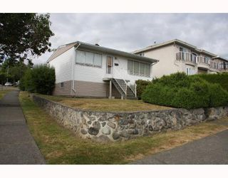 Photo 2: 1707 PRESTWICK Drive in Vancouver: Fraserview VE House for sale (Vancouver East)  : MLS®# V749175