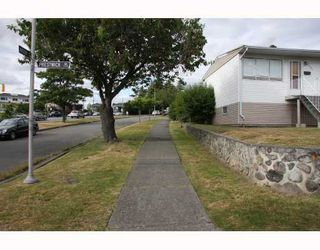 Photo 3: 1707 PRESTWICK Drive in Vancouver: Fraserview VE House for sale (Vancouver East)  : MLS®# V749175