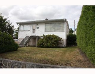 Photo 1: 1707 PRESTWICK Drive in Vancouver: Fraserview VE House for sale (Vancouver East)  : MLS®# V749175