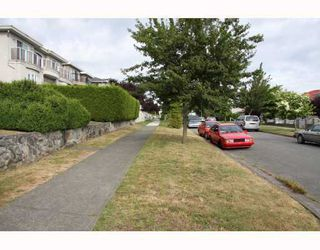 Photo 4: 1707 PRESTWICK Drive in Vancouver: Fraserview VE House for sale (Vancouver East)  : MLS®# V749175