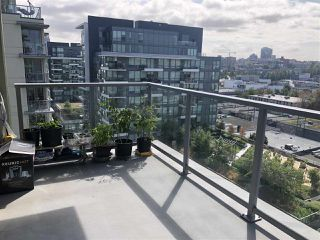 Photo 7: 1402 1708 COLUMBIA Street in Vancouver: False Creek Condo for sale (Vancouver West)  : MLS®# R2403247