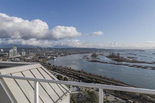 """Photo 18: 1802 71 JAMIESON Court in New Westminster: Fraserview NW Condo for sale in """"Palace Quay"""" : MLS®# R2444995"""
