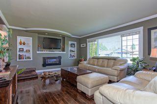 Photo 2: 21498 Berry Avenue in Maple Ridge: Home for sale : MLS®# R2109715