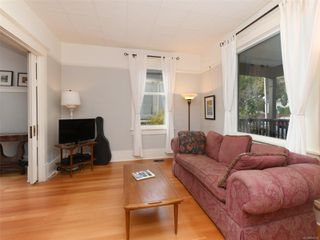 Photo 3: 2517 Graham St in : Vi Hillside House for sale (Victoria)  : MLS®# 858230
