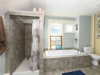 Photo 10: 2517 Graham St in : Vi Hillside House for sale (Victoria)  : MLS®# 858230