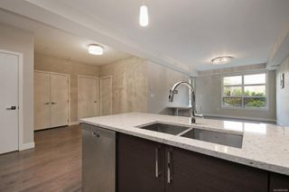 Photo 4: 207 4000 Shelbourne St in : SE Mt Doug Condo for sale (Saanich East)  : MLS®# 861008