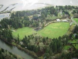 Photo 2: 2084 Saratoga Rd in : CV Merville Black Creek Mixed Use for sale (Comox Valley)  : MLS®# 861904
