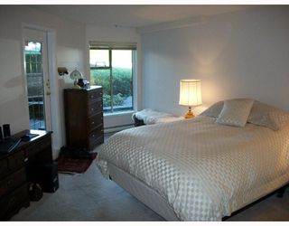 """Photo 5: 103 78 RICHMOND Street in New Westminster: Fraserview NW Condo for sale in """"GOVERNORS COURT"""" : MLS®# V812374"""