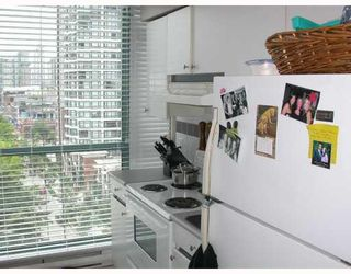 "Photo 5: 603 888 HAMILTON Street in Vancouver: Downtown VW Condo for sale in ""ROSEDALE GARDENS"" (Vancouver West)  : MLS®# V777304"
