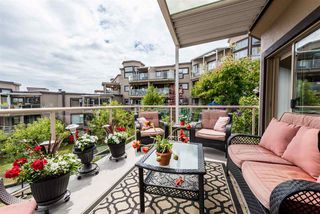 "Photo 3: 501 74 RICHMOND Street in New Westminster: Fraserview NW Condo for sale in ""GOVERNOR'S COURT"" : MLS®# R2426999"
