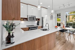 Photo 3: 102 1015 Rockland Ave in : Vi Downtown Condo for sale (Victoria)  : MLS®# 856147
