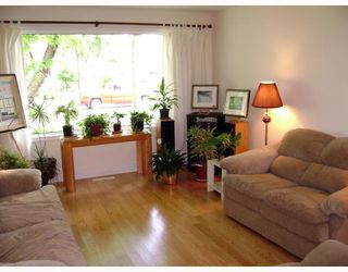 Photo 4: 318 MOORGATE Street in WINNIPEG: St James Residential for sale (West Winnipeg)  : MLS®# 2812483