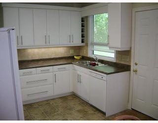 Photo 2: 318 MOORGATE Street in WINNIPEG: St James Residential for sale (West Winnipeg)  : MLS®# 2812483