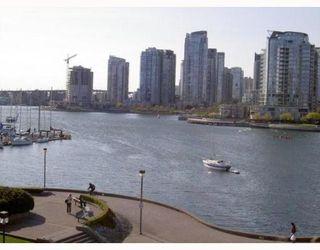 Photo 3: 417 525 WHEELHOUSE Square in Vancouver: False Creek Condo for sale (Vancouver West)  : MLS®# V764600